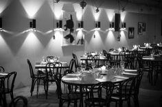 #Bo Cinq is vanaf 2009 een hippe hotspot in #Amsterdam om gezellig te eten en drinken.  De sierlijke meubels, de robuuste stenen muren (brickwalls), de verfijnde kunstwerken en het strakke bestek en servies. #BoCinq ademt de sfeer van een luxe #Parijse #bar!