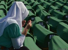 A Bosnian Muslim woman prays next to 520 body caskets laid out in preparation for a mass burial. Bosnia and Herzegovina Siege Of Sarajevo, Site History, Bosnia And Herzegovina, Muslim Women, Thing 1 Thing 2, Amazing Places, Croatia, Places To Travel, Don't Forget