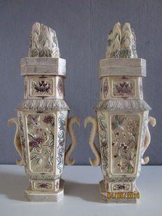 Dos jarrones chinos de hueso de buey - China - aprox. 1950