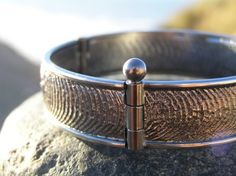 Sterling silver bangle bracelet with beautifully rippling water texture. on Etsy, 4.150,00kr