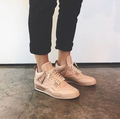 Discovered by ✰ klaoudyna ✰ . Find images and videos about shoes, nike and adidas on We Heart It - the app to get lost in what you love. Converse, Vans Sneakers, Nike Shoes, Shoes Jordans, Blush Pink Sneakers, Sneak Attack, Baskets, Shoe Boots, Shoe Bag