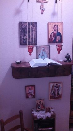 Mom's icon corner above, 2 year old's below.