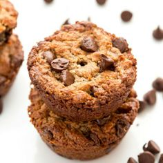 Flourless Vegan Peanut Butter Banana Muffins made with only 5 ingredients. Healthy Muffin Recipes, Delicious Breakfast Recipes, Healthy Muffins, Healthy Treats, Vegan Recipes, Vegetarian Muffins, Vegan Breakfast, Free Recipes, Snack Recipes