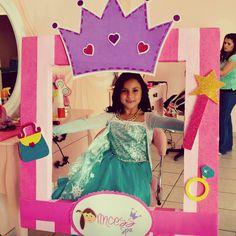Marco de princess para Spa niñas Party Photo Frame, Party Frame, Photo Frame Prop, Photo Booth Props, Photo Booths, Princess Sofia Party, Princess Photo, Disney Princess Party, Princess Birthday