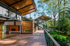 Paz Arquitectura expands Guatemala forest retreat with new living spaces and huge terrace - Dr Wong - Emporium of Tings. Style At Home, Interior Architecture, Interior And Exterior, Fashion Architecture, Future House, My House, Wood Patio, Tropical Houses, Home Fashion