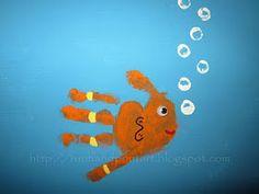 love these handprint fish! :)