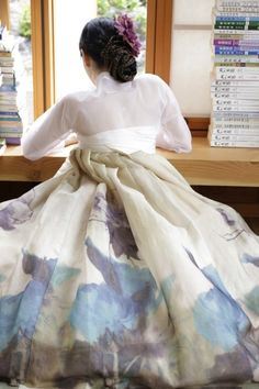 풍경한복 Korean Traditional Dress, Traditional Fashion, Traditional Dresses, Korean Dress, Korean Outfits, Modern Hanbok, Korean Design, Cute Korean, Hanfu