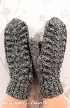 Silmukanjuoksuja: Harmajaiset lapaset Mittens Pattern, Knit Mittens, Knitted Gloves, Knitting Socks, Knitting Charts, Free Knitting, Free Crochet, Knitting Patterns, Knit Crochet
