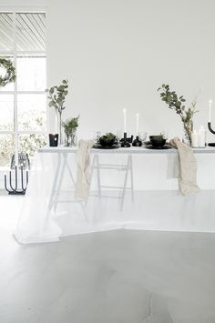 Are you already in the Christmas mood? We are! For STUDIO by IKEA we created a calm black and white Christmas table where you can easily