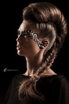 Excentric hairstyle and makeup