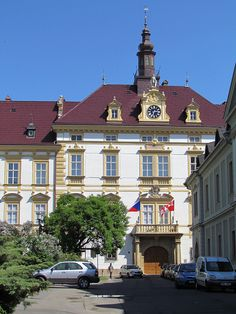 Arcibiskupský palác, Olomouc, Czech Republic Prague Czech Republic, European Countries, Classical Architecture, Eastern Europe, Mansions, Country, House Styles, World, Clocks