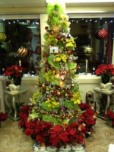 www.best-christmas-ideas.com. Check out our top 10 for 2015.The artificial Christmas trees are designed after natural pine trees, capturing the overall branch and tree appearance, color and needle structure. They eliminate all the mess and hassle that go with natural trees. Green and Red Christmas Tree