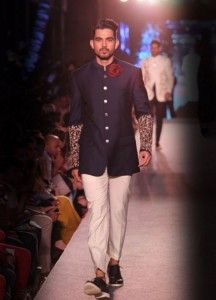 36 Best Wedding Suits Images Sherwani Groom Wedding Outfits