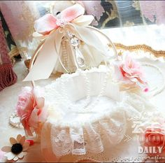 سلة الزفاف - Recherche Google First Communion, Flower Girl Dresses, Flower Girls, Pastel Pink, Rose, Shabby Chic, Wings, Tulle, Recherche Google