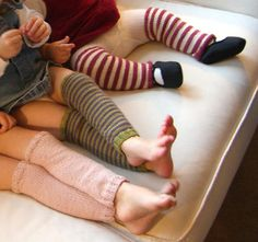 Free pattern! leg warms. I love the baby leg warmers! so cute!