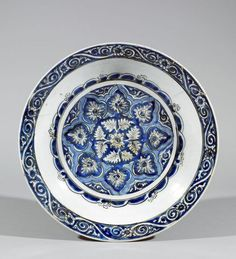 Grand plat aux palmettes. Iran, Kirman ou Maschad, 17 century