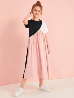 To find out about the Girls Cut And Sew Tee Dress at SHEIN, part of our latest Girls Dresses ready to shop online today! Teenage Girl Outfits, Dresses Kids Girl, Girls Fashion Clothes, Cute Dresses, Kids Outfits, Kids Fashion, Fashion Outfits, Girls Dresses Sewing, Sweat Dress