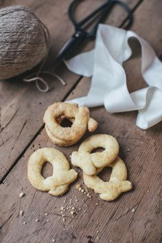 Glutenfrie berlinerkranser Fodmap Recipes, My Recipes, Norwegian Christmas, Low Fodmap, Bagel, Doughnut, Christmas Cookies, Bread, Baking