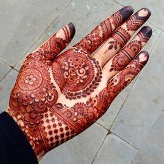 "7,455 Likes, 37 Comments - ✨ Daily Henna Inspiration ✨ (@hennainspo_) on Instagram: ""wow by @mehndibyhayat ❤ . . . #henna #mehndi #ibeautydaily #whitehenna #wakeupandmakeup…"""