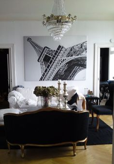 Oversize canvas for a dramatic flair...Paris