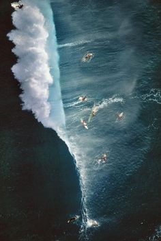 surf catching the waves I like that Big Waves, Ocean Waves, Ocean Art, Voyager C'est Vivre, All Nature, Surfs Up, Birds Eye View, Aerial Photography, Amazing Photography