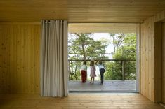 """Located in the Finnish archipelago, Villa Mecklin designed by Huttunen Lipasti Pakkanen Architects is a real """"piece of heaven"""". Villa, Lounge, Earthship, Wood Surface, House And Home Magazine, Best Wordpress Themes, Archipelago, Building Materials, Warm Colors"""