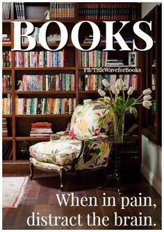 Cool And Trendy Floral Fabric Upholstery Reading Chair With Built In Bookshelves Cabinetry System As Decorate Contemporary Home Library Interior Decors Casa Retro, Regal Design, Design Design, Design Ideas, Chair Design, House Design, Library Room, Cozy Library, Future Library