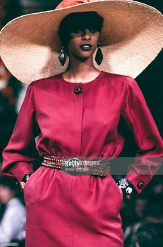 Supermodel Anna Getaneh - YSL Haute couture été 1993. Getty Images
