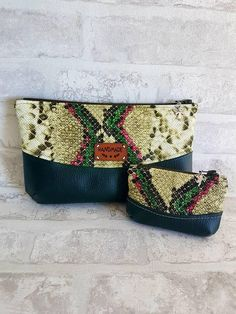 Duo de Pochettes simili cuir imitation python vert / beige / rose et simili cuir vert sapin de la boutique ChouetteCoutureSacs sur Etsy Python, Purses And Bags, Creations, Beige, Couture, Boutique, Etsy, Cork, Fashion