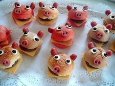 True they are cute but it bugs me because hamburgers come from cows not pigs. And wouldn't bother me so much if there hadn't been a girl in my senior year of high school who declared she could never eat a hamburger after dissecting the pig. Cute Food, Good Food, Yummy Food, Yummy Yummy, Animal Shaped Foods, Food Art For Kids, Food Kids, Köstliche Desserts, Health Desserts