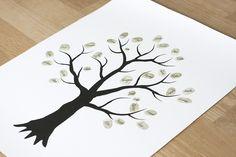 Gör ditt eget familjeträd med löv skapade av alla familjemedlemmars fingeravtryck. En rolig present att ge bort vid exempelvis dop eller bröllop. Eller varför inte bara göra det till din egna tavelvägg. Allt du behöver ingår Ett grafiskt träd tryckt på tjockt och fint papper, färgstämpel och penna ingår. På dop- eller bröllopsfesten sätter du fram alla delar och låter varje gäst göra sitt avtryck på trädet. På bilden är det 30 namn men det får lugnt plats det dubbla. Låt löven…