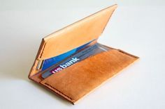 Make a simple leather wallet to hold 8 cards and some bills. Leather Wallet Pattern, Sewing Leather, Leather Accessories, Leather Jewelry, Leather Bracelets, Diy Cadeau Noel, Diy Leather Projects, Leather Crafting, Diy Wallet