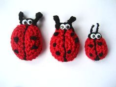 some ideas to make your own lady bug brooch with crochet Crochet Ladybug, Crochet Butterfly, Crochet Birds, Cute Crochet, Crochet Crafts, Crochet Flowers, Crochet Projects, Crochet Animals, Crochet Brooch