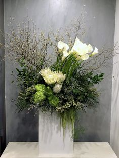 Beautiful Bouquet Of Flowers, Home Flowers, Unique Flowers, Table Flowers, Green Flowers, Modern Floral Arrangements, Modern Floral Design, Plant Design, Flower Centerpieces