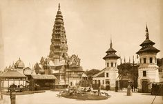 """Village javanais. Pavillion des Indes nérlandaises. Tour s'inspirant du temple Borobudur"", Exposition universelle de Paris, photographie, tirage sur papier albuminé, 1889. © Collection Eric Deero"