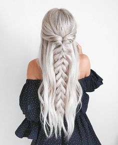 half up half down Trendy Chic Braided Hairstyle Ideas You Should Try - Pull through braid half up . Trendy Chic Braided Hairstyle Ideas You Should Try - Pull through braid half up half down Wedding Hairstyles, Cool Hairstyles, Hairstyle Ideas, Fashion Hairstyles, Beautiful Hairstyles, Straight Hairstyles For Prom, Prom Hairstyles Half Up Half Down, Simply Hairstyles, Roman Hairstyles