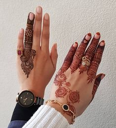People having interest in fashion are much inclined towards the mehndi designs. If you are among beginners and love to try out different mehndi patterns and motifs then these easy mehndi designs are just perfect for you. Finger Henna Designs, Henna Art Designs, Mehndi Designs For Girls, Mehndi Designs For Beginners, Stylish Mehndi Designs, Dulhan Mehndi Designs, Wedding Mehndi Designs, Mehndi Designs For Fingers, Mehndi Design Pictures