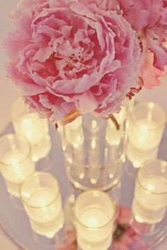 Noiva com Classe: 25 Arranjos de Mesa e Decoração para Casamento com Peônias…