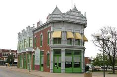 , was one of two banks which the Dalton Gang attempted to rob simultaneously. The building is now the Coffeyville Area Chamber of Commerce in the center of the town's historic plaza. Kansas Missouri, State Of Kansas, Kansas City, Coffeyville Kansas, Places To Travel, Places To See, Dalton Gang, Salt Of The Earth, Banks Building