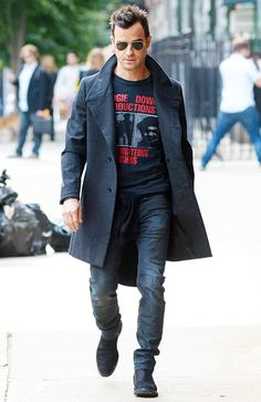 Justin Theroux rocks jeans, a T-shirt, and a charcoal-colored coat as he makes his way through downtown Manhattan