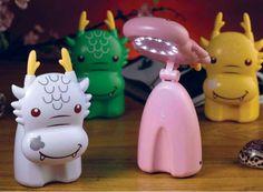 Lampada al led per bambini-Animal light di Pusher. Coniglio o drago dal braccio rotante. Per vederle clicca su: http://www.stilcasa.org/idee-regalo/lampada-per-bimbi-coniglio.html