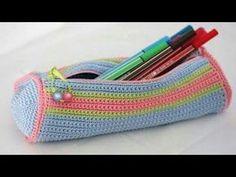 crocheted pencil case - gehäkelte Stifterolle - no pattern, but very neat idea Crochet Pencil Case, Crochet Hook Case, Crochet Pouch, Crochet Shell Stitch, Love Crochet, Crochet Hooks, Knit Crochet, Crochet Handbags, Crochet Purses
