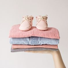Douceur du jour, Bonjour ! ☀️ Bienvenue à Maximinus et à ses adorables chaussures pour bébé 100% #MadeInFrance 💕 We are thrilled to welcome #maximinus, the gorgeous #handmade baby leather shoes from France 💕 Shop the collection now at @frenchblossom 🌸✨