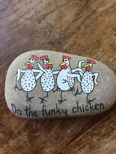 Do the Funky Chicken_painted rock art - All For Garden Pebble Painting, Pebble Art, Stone Painting, Painted Rock Animals, Hand Painted Rocks, Painted Stones, Rock Painting Designs, Painting Patterns, Stone Crafts