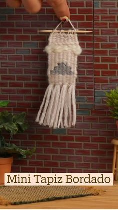 Diy Arts And Crafts, Crafts To Make, Macrame Projects, Macrame Knots, Clothes Crafts, Loom Weaving, Hand Quilting, Embroidery, Knitting