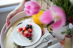 Fruit pizza! Mascarpone topped with berries! Sounds yummy! From Giada de Laurentiis.