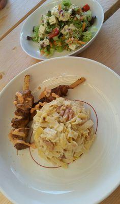 Tagliatelle Carbonara  Varkenshaas spiezen met kaas-ketchup saus Frisse salade met griekse yoghurt dressing