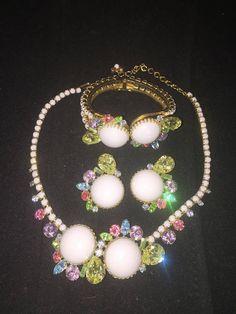 Beautiful Vintage Milk Glass Bead Crystals Jewelry Set