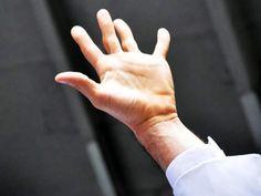 Mão do cantor Netinho em 2011 em Nova Iorque na sua apresentação na Lavagem da Rua 46.