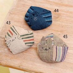 How to make a cute cat & bear & rabbit animal bean bag made with Japanese cloth (cloth accessory) Sewing Art, Sewing Crafts, Sewing Projects, Stuffed Animal Bean Bag, Fabric Purses, Patchwork Bags, Bag Patterns To Sew, Pin Cushions, Handicraft